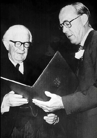 Piaget recevant le prix Erasme, juin 1972